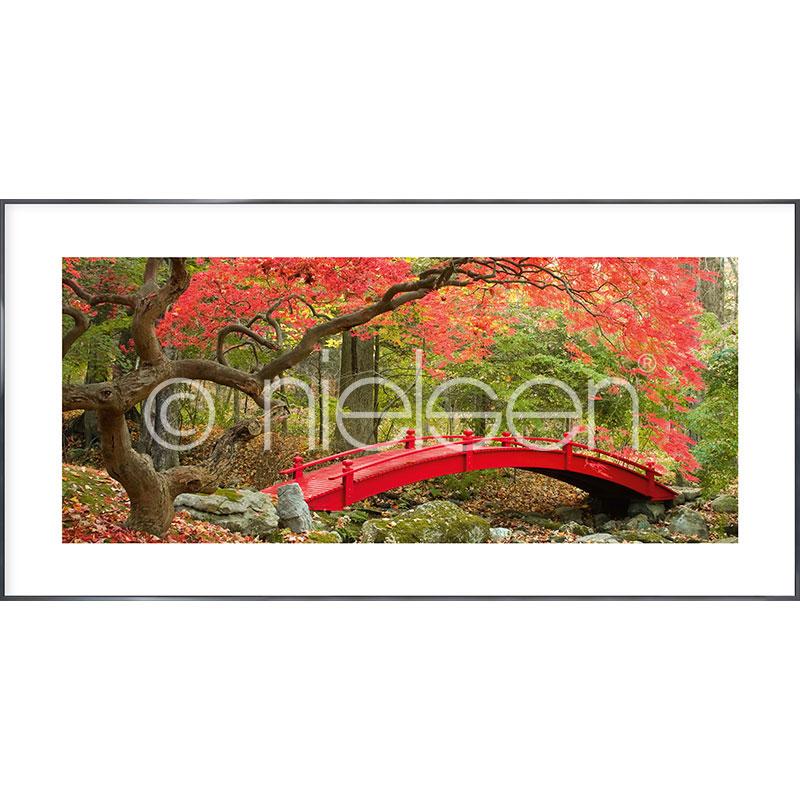"Gerahmtes Bild ""Bridge in red"" mit Alurahmen Alpha"
