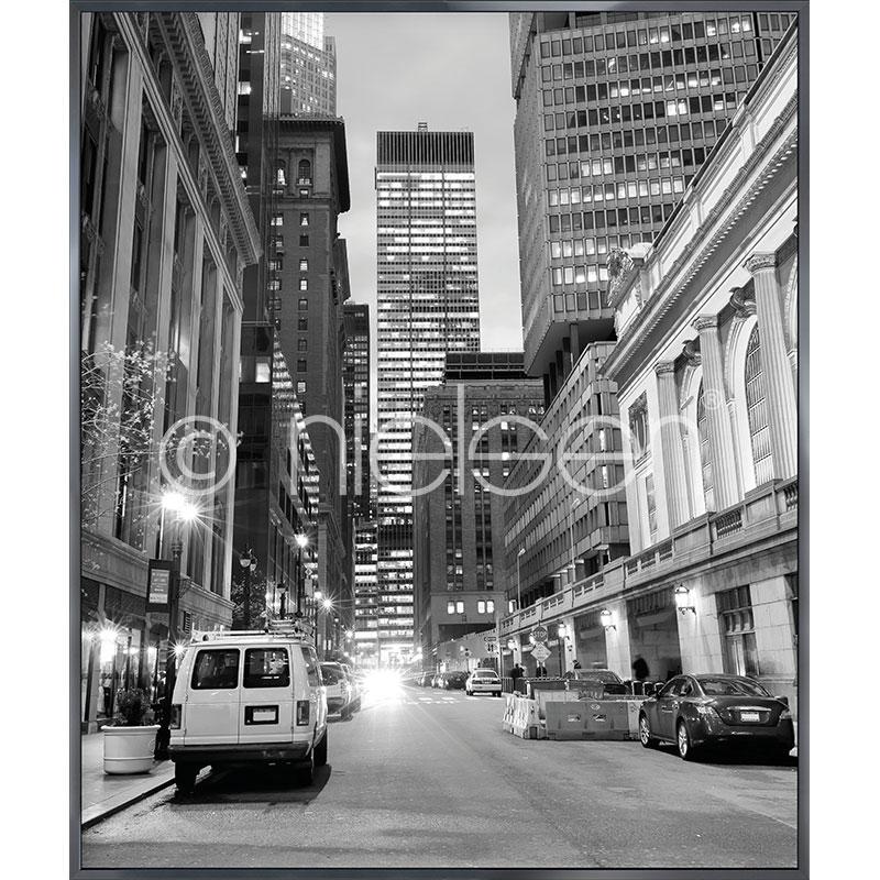"Gerahmtes Bild ""New York Downtown"" mit Alurahmen Alpha"