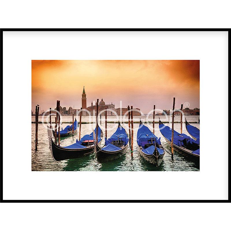 """Gerahmtes Bild """"Gondolas moored"""" mit Alurahmen C2"""