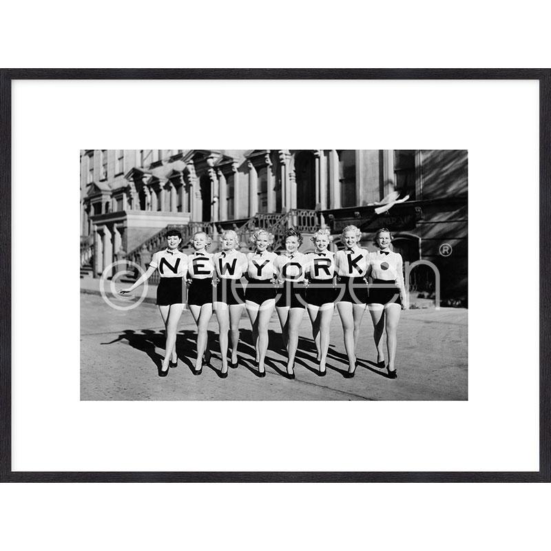 """Gerahmtes Bild """"Chorus Line"""" mit Holzrahmen Quadrum"""